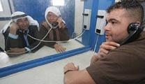 عائلات الأسرى الفلسطينيين تشق طريق الآلام وتتجرع ذل الزيارة يخففها شوقهم للقاء الأحبة خلف القضبان