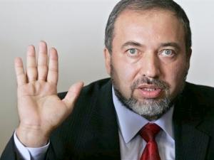 خبراء : استقالة ليبرمان في صالح تحالف